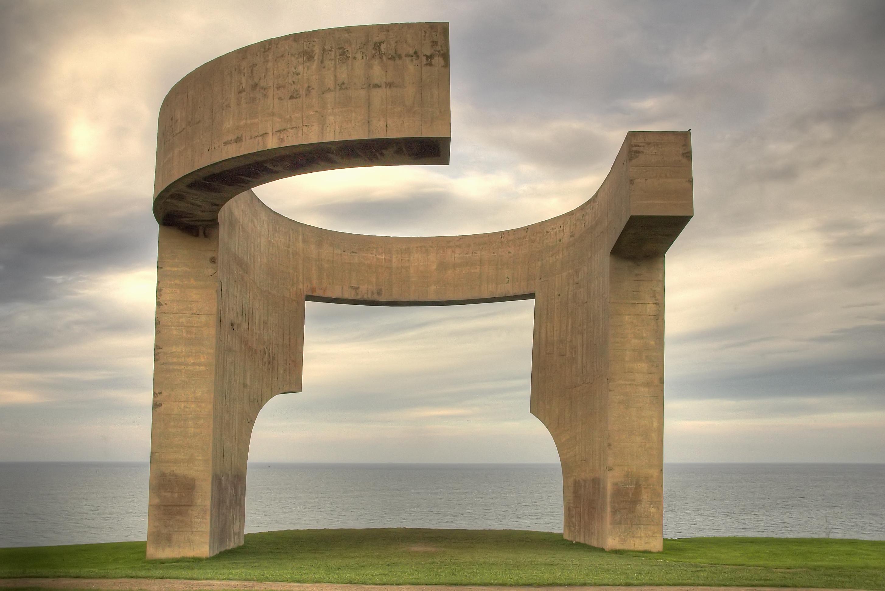 Elogio del Horizonte de Eduardo Chillida. Considerado elemento más representativo de Gijón. Foto: Ramón Durán