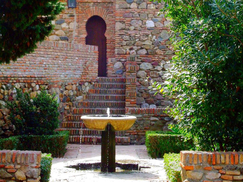 patio de surtidores alcazaba malaga