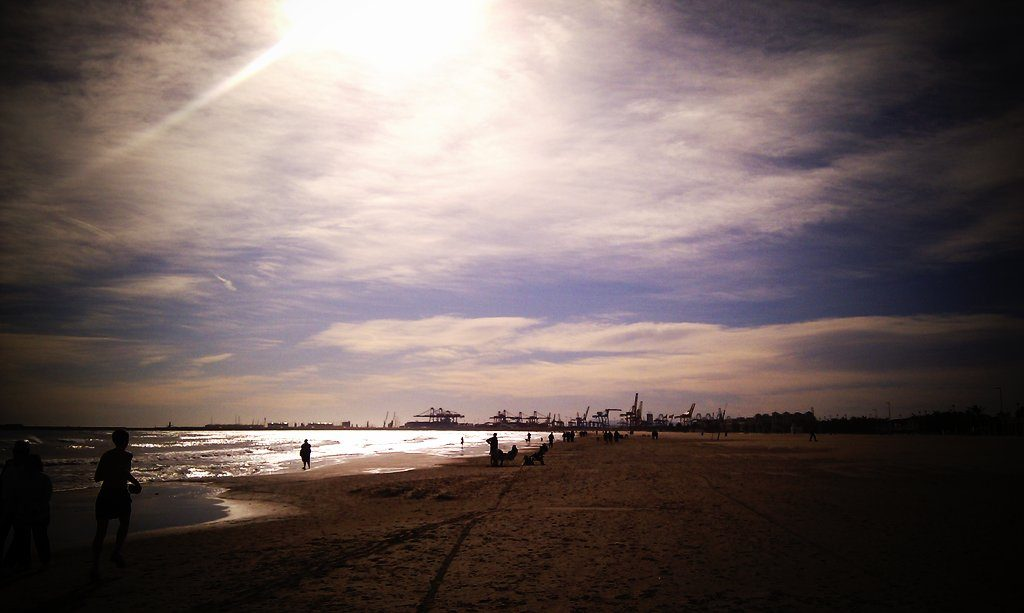playa malvarrosa valencia fallas alsa
