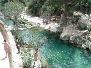 fuente del algar piscinas naturales
