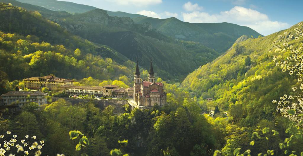 covadonga asturias semana santa