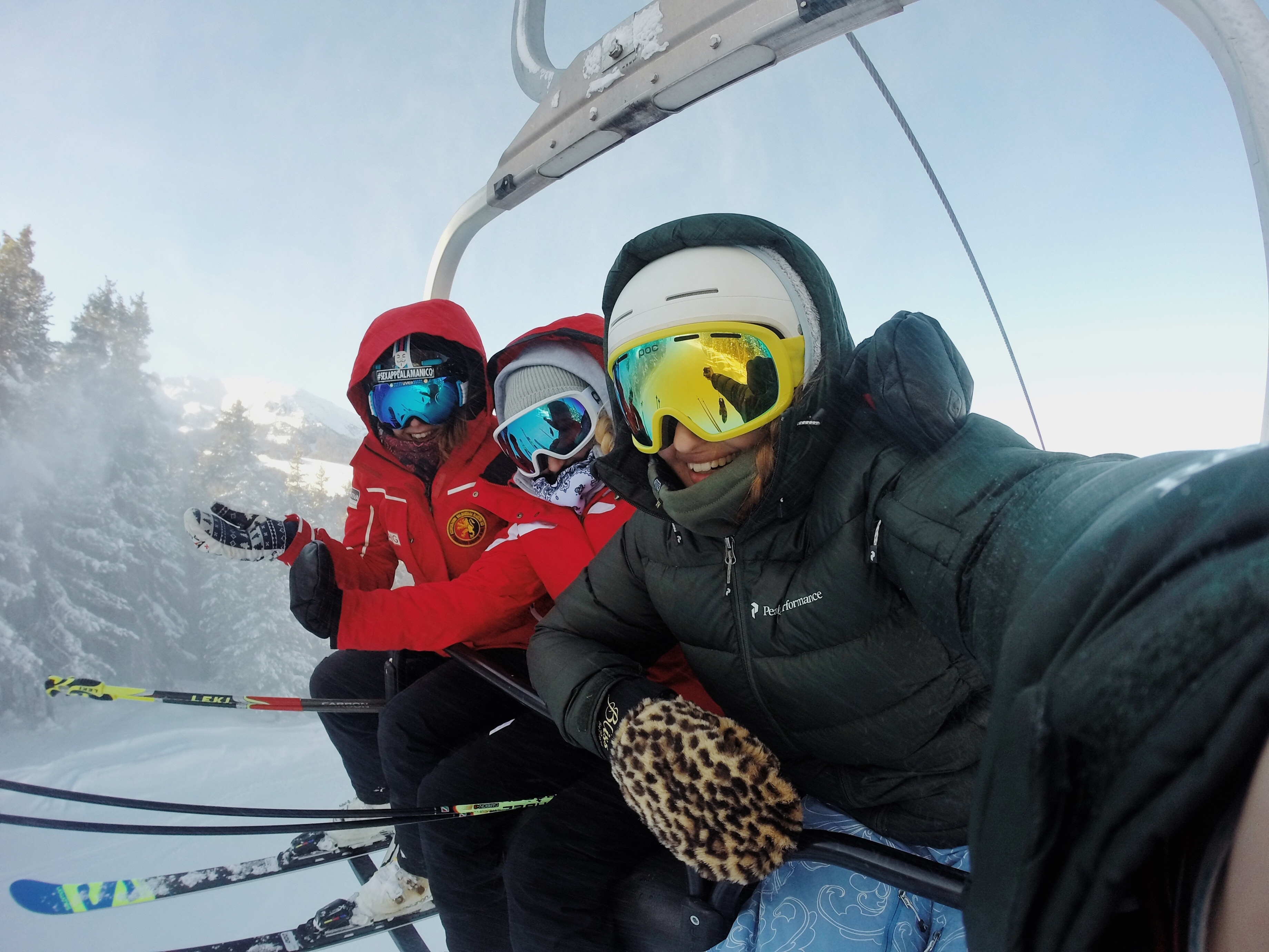 escapada con amigos esquiando