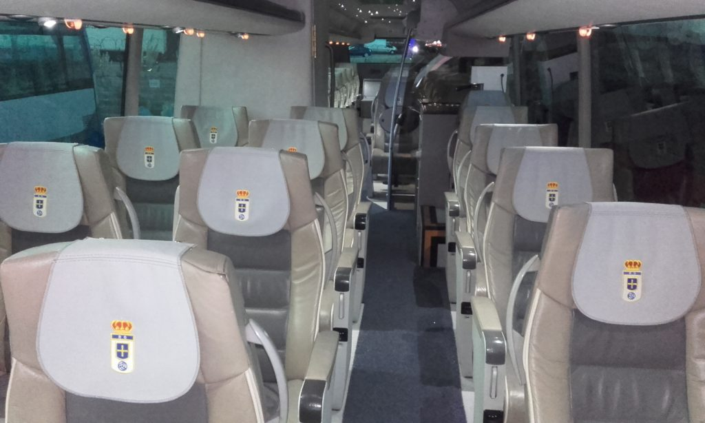 autobus equipo Real Oviedo ALSA