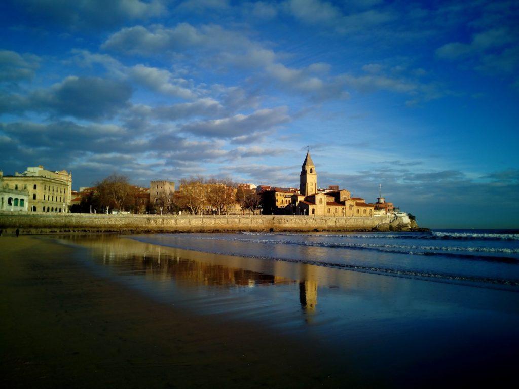 gijon playa semana santa