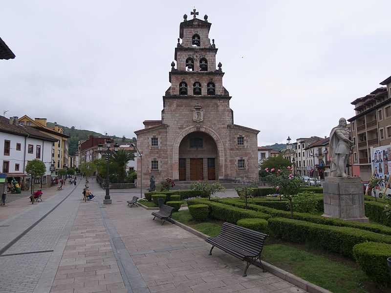 iglesia santa maria cangas de onis covadonga. José Luis Filpo Cabana wikimedia commons