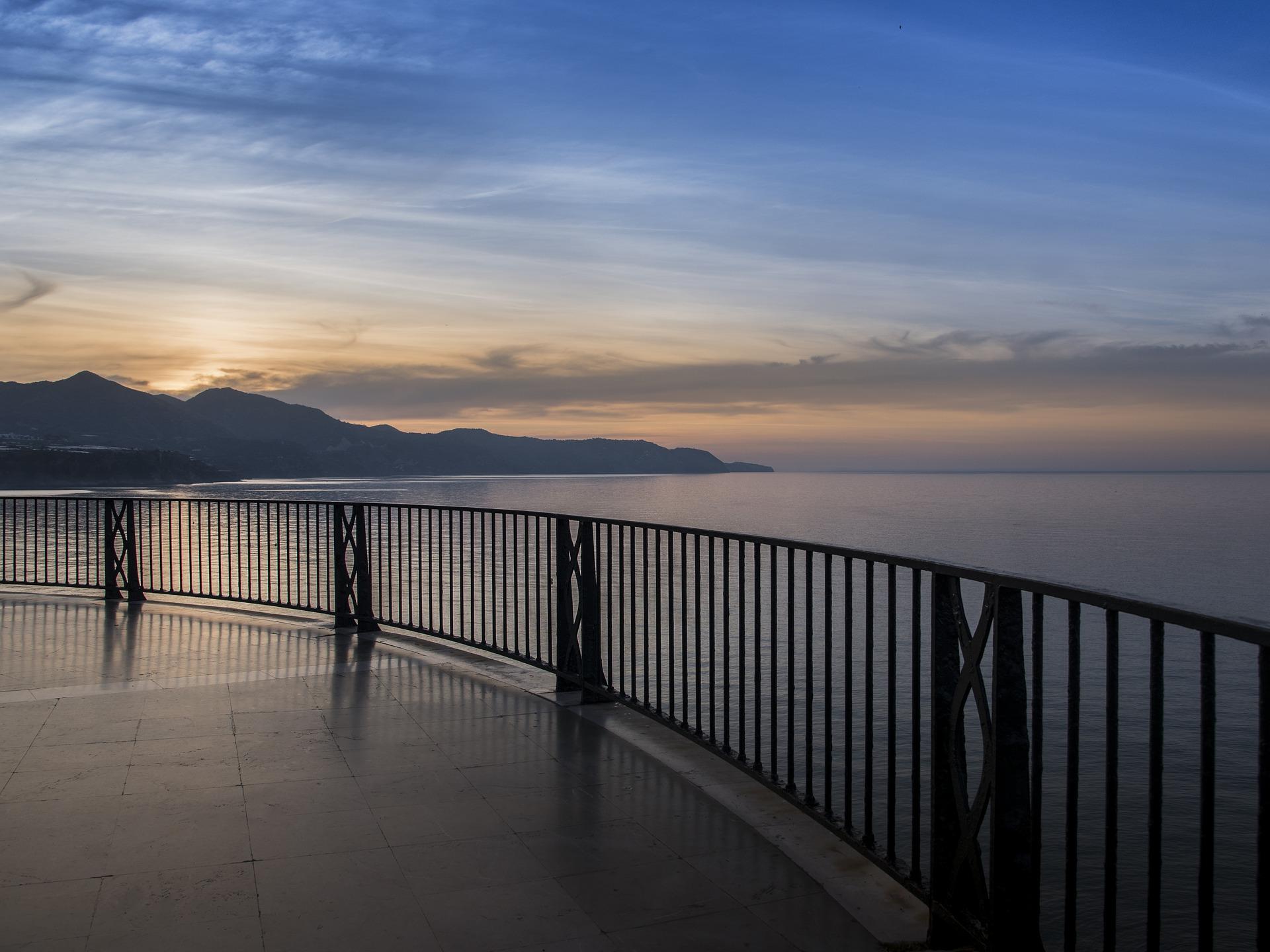 playa malaga nerja mejores destinos verano