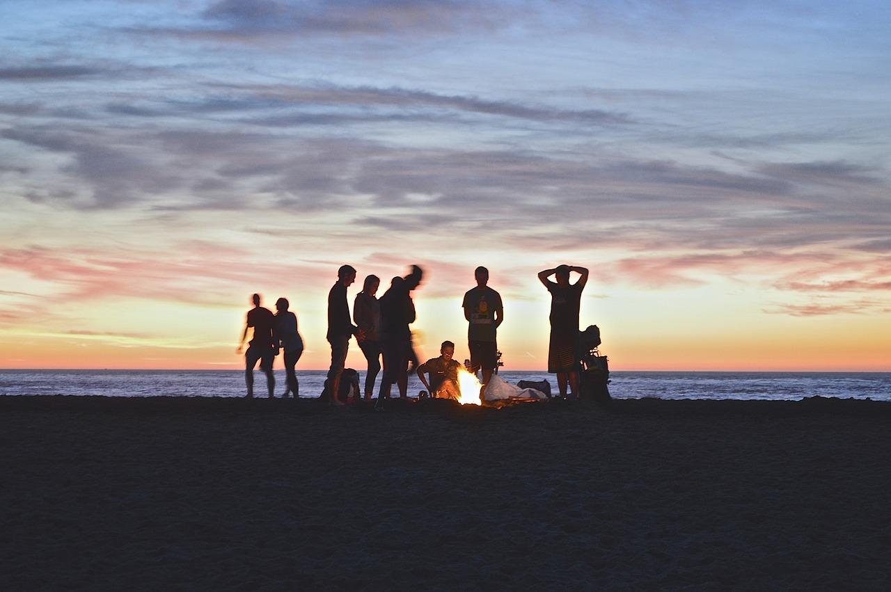 hogueras san juan fuego hoguera arde amigos alsa viajar