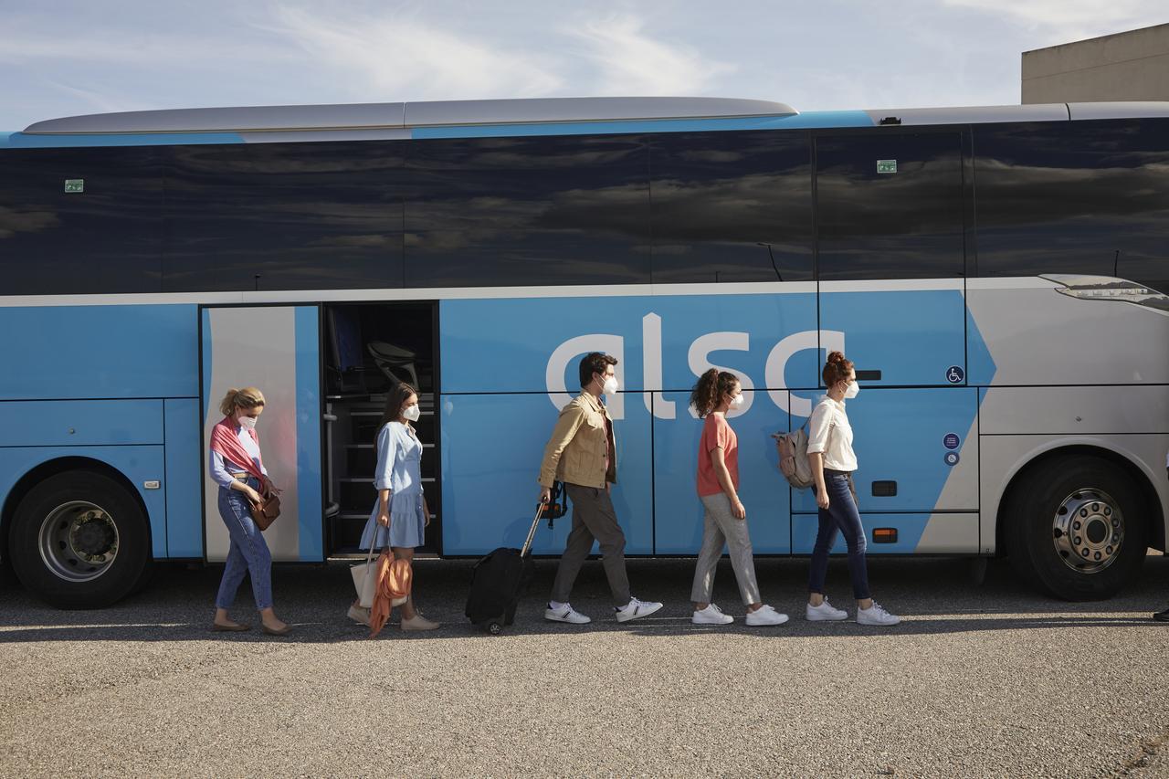 alsa 100% ocupación viaja tranquilo y seguro autobus españa