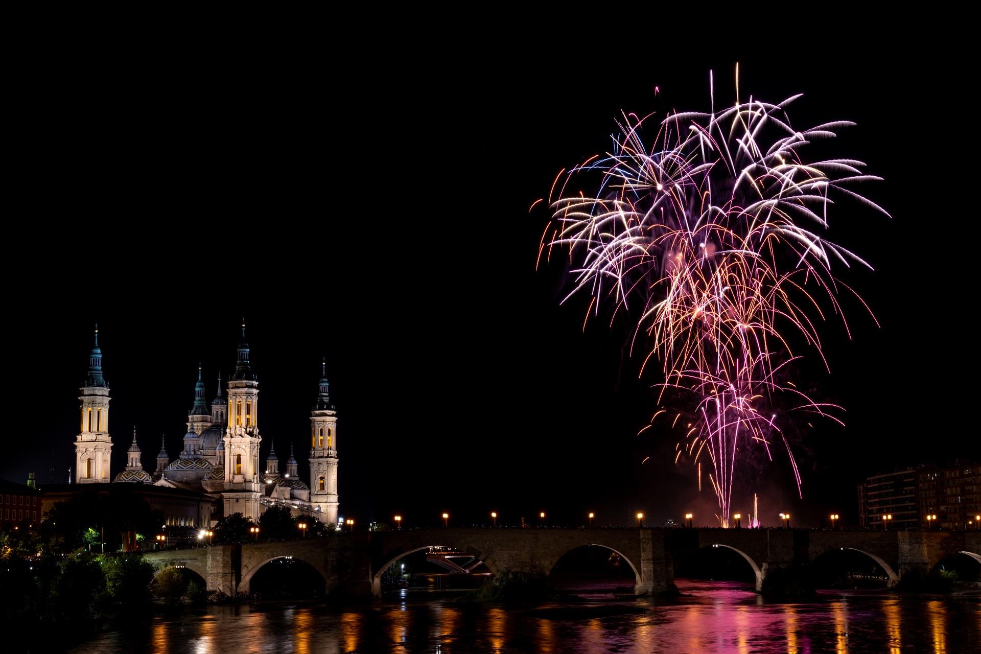 fuegos artificiales pilar fiestas zaragoza alsa bus viajar