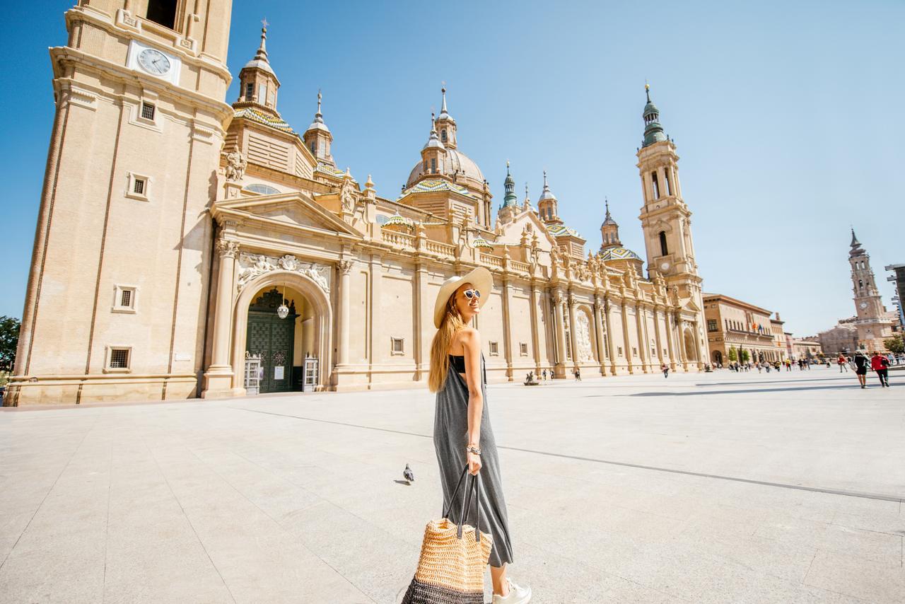 plaza del pilar zaragoza basilica pasear ciudad visitar viaje alsa bus autobus